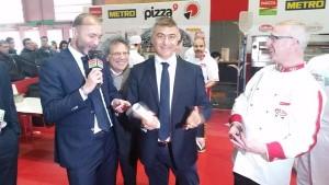Alfonso Pecoraro Scanio con Julien Panet Presidente dell'APF, Association des Pizzérias Françaises a Parizza