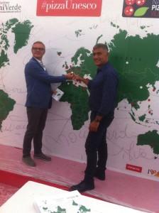 Claudio Sebillo, Brand Manager del Napoli Pizza Village si impegna per la raccolta firme #pizzaUnesco in Svizzera